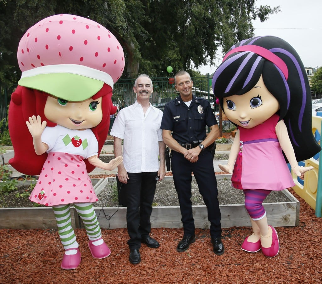 Discovery Family Channel's Strawberry Shortcake and Cherry Jam join LA City Council Member Mitch O'Farrell and Police Captain Jeffrey Bert in a special event teaching the families of Glassell Park how to plant strawberries. The strawberry planting extravaganza also helped kick off an all-new season of STRAWBERRY SHORTCAKE'S BERRY BITTY ADVENTURES (June 21) and celebrate the Strawberry Shortcake brand's 35th anniversary. Glassell Park Community Garden, which was developed on the site of a former crack house, has helped to revitalize a neighborhood previously ravaged by crime.